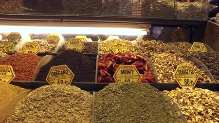 peper : Spices and teas at Spice Bazaar Misir Carsisi, Istanbul, Turkey