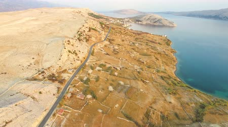 řídit : Aerial view of road through barren landscape of Pag island in Dalmatia,Croatia