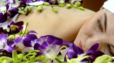 repousante : Beautiful young female relaxing in spa salon Stock Footage