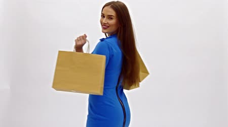zsák : Pretty woman in blue dress posing with eco frendly paper bags
