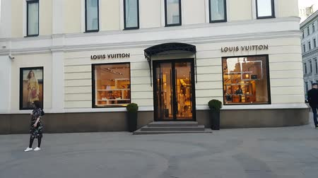 kirakat : MAY 11, 2018, MOSCOW, RUSSIA: Peope traffic in front of Louis Vuitton boutique in Stoleshnikov lane
