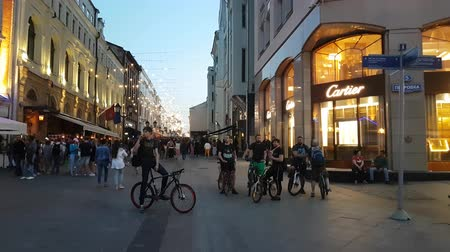 kirakat : MAY 11, 2018, MOSCOW, RUSSIA: Peope traffic in front of Cartier boutique in Petrovka street.
