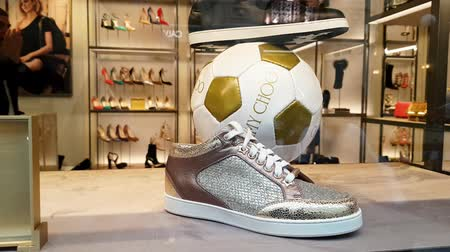 kirakat : JUN 30, 2018, MOSCOW, RUSSIA Jimmy choo Store in GUM shopping mall, MOSCOW in time of soccer world championship 2018 Stock mozgókép