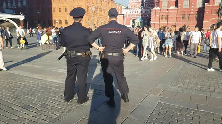 восстание : JUL 05, 2018 MOSCOW, RUSSIA: Police officers guard in red square