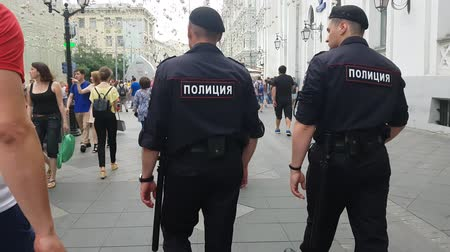 восстание : JUL 15, 2018 MOSCOW, RUSSIA Police officers guard in downtown