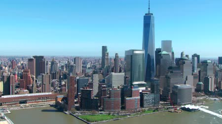статуя : aerial of freedom tower and new york skyline