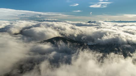 низкий : Beautiful waves of low clouds flows in winter mountains time lapse