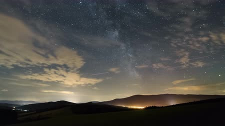 huzurlu : Stars sky with milky way galaxy and clouds moving over beautiful landscape time lapse
