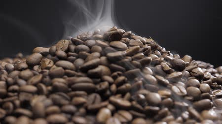 koffieboon : offee beans rotate while roasting. Smoke comes from coffee beans. Stockvideo