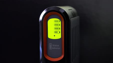 pil : Battery charger. Charging indicator display close up. Stok Video
