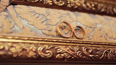 wedding and gold : Wedding Rings in Gold Frame