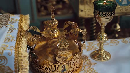 nobreza : Church attributes for wedding ceremony. Gold crowns are on the altar. Attributes of priest. Interior of church Vídeos