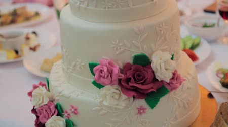 жадный : Beautiful wedding cake for newlyweds