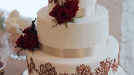 ganancioso : Beautiful wedding cake for newlyweds