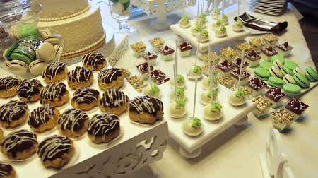 sarıcı : Tasty wedding reception candy bar dessert table inside celebration hall