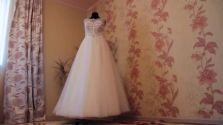 kıymetli : A beautiful brides wedding dress