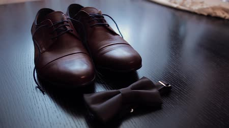 aksesuar : The grooms shoes. Accessories at the wedding.