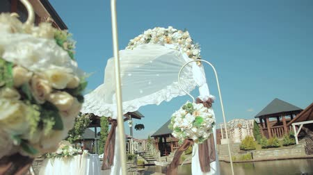 столбцы : wedding arch with flowers. Wedding decor