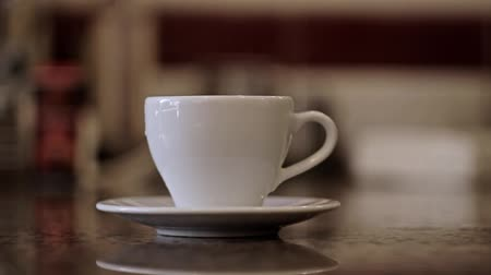 kahvehane : Barista hands give a cup. Young man hands take a cup. Coffee or Tea. Cup of hot beverage with Steam. CloseUp.