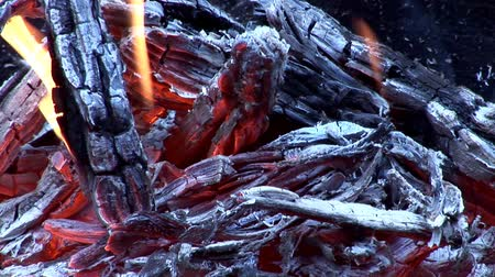inflammable : Real Fire, Close-Up. Flames And Ember!