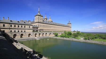 realeza : Royal Monastery of San Lorenzo de El Escorial near Madrid, Spain Vídeos