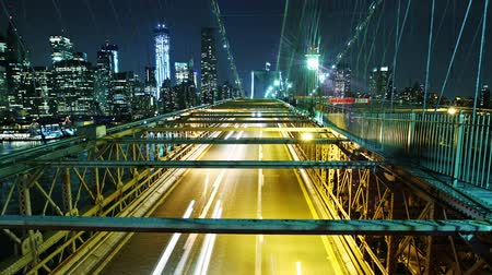 mosty : Time lapse of city traffic on Brooklyn bridge at night. Loopable