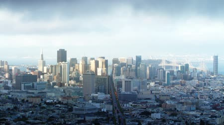 lapso de tempo : San Francisco skyline from Twin Peaks at sunset, time lapse