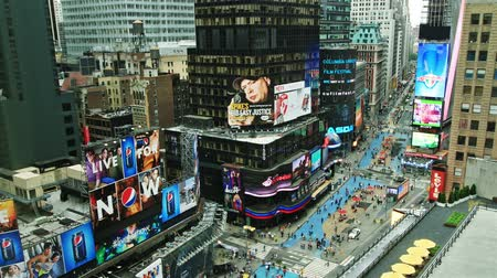 billboards : Timelapse of Times Square traffic at daytime