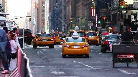 quadrado : New York yellow cab and pedestrians