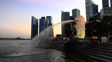 szökőkút : Singapore downtown panorama at sunset