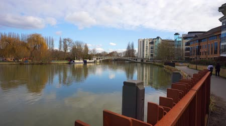 theems : De rivier de Theems bij Reading in Berkshire