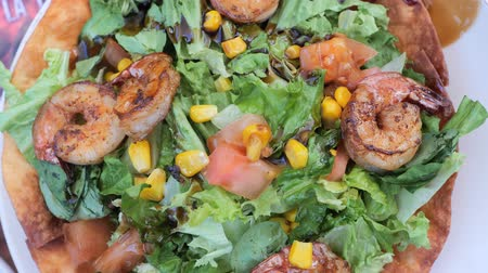plating food : Grilled shrimps green salad with eatible base plate