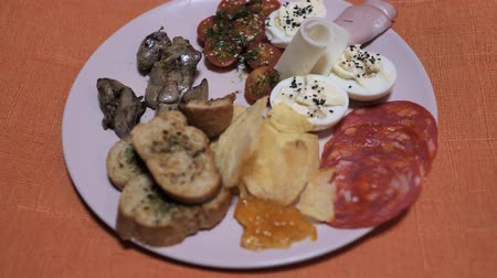 вылеченный : Spanish Chef snackes rotating food plate with york ham, potato chips, egg with black salt, salami chorizo,marmalade, bred rusks with olive oil, garlick and basil. Стоковые видеозаписи
