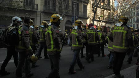 герой : BARCELONA, SPAIN, 12.20.2018: A firefighters strike against violation of workers rights