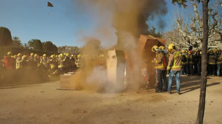 haklar : BARCELONA, SPAIN, 12.20.2018: A firefighters strike against violation of workers rights