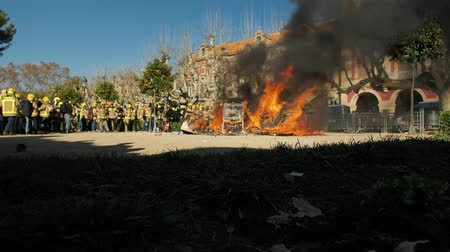 hasič : BARCELONA, SPAIN, 12.20.2018: A firefighters strike against violation of workers rights