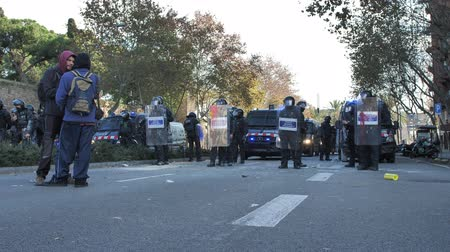 насилие : Barcelona, Spain 12.21.2018 : Catalan nationalist uprising against the government and police of Spain in Barcelona