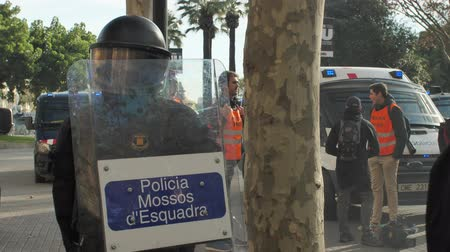 solidarność : Barcelona, Spain 12.21.2018 : Catalan nationalist uprising against the government and police of Spain in Barcelona