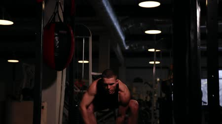 lift ups : A professional athlete performs a one-weight dumbbell with left and right hand pirsadia.