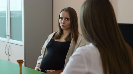 gynaecologist : A young beautiful pregnant woman came to consult with a doctor about the passage of childbirth Stock Footage