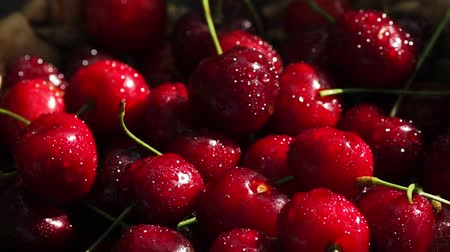 sabor : red cherries rotate in basket