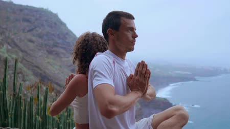 ayarlama : Two man man and a woman concept of healthy living in the mountains on an island with the Atlantic ocean