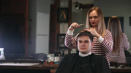 bigode : Client visiting hairstylist in barber shop Stock Footage
