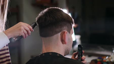 shaver : Male haircut with electric razor. Close up of hair trimmer hairstyle. Professional hairdresser cutting hair with hair clipper. Man hairdressing with electric shaver Stock Footage