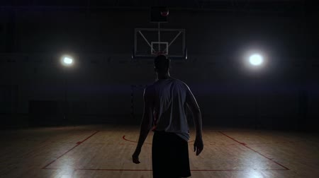 aro : Behind shot of basketball player shooting hoops. Stock Footage
