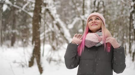 knitted gloves : Outdoor close up portrait of young beautiful happy smiling girl wearing white knitted beanie hat, scarf and gloves. Model posing in street. Winter holidays concept. Stock Footage