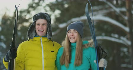 hegyoldalban : Man and woman in love with ski equipment going to ski terrain