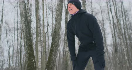 lodge : A young man on a morning jog in the winter forest was tired and stopped to catch his breath. He recovered his strength and overcame fatigue and continued to run. Perseverance and overcoming weakness. Push forward