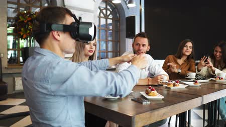 припадок безумия : Future Technology Experts Testing Augmented Reality Headset Developer Professionals Developing Futuristic Technology Programming AR Vr Application Vr Application Development Wearing Virtual Reality Vr Стоковые видеозаписи