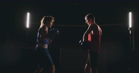 킥복싱 : Young adult woman doing kickboxing training with her coach. 무비클립